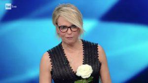Sanremo 2017, Maria De Filippi rischia di inciampare [FOTO]