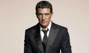 Paura per Antonio Banderas ricoverato in ospedale, come sta ora l'attore?