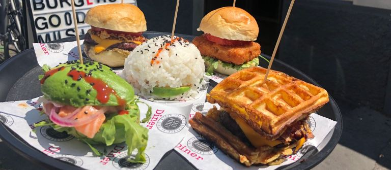 "East Market Diner torna con ""5 Burgers"""