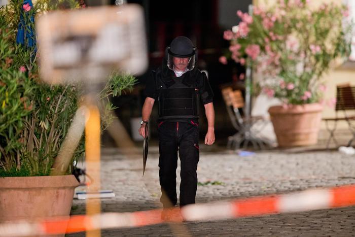 ANSBACH - ANCORA LA LUNGA MANO DELL'ISIS