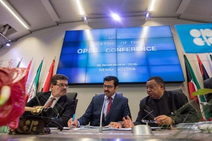 A Vienna, siglato un nuovo accordo sulla produzione di greggio tra paesi OPEC e paesi non OPEC