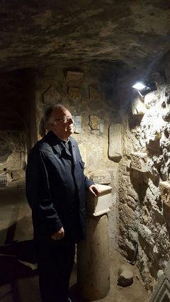 Mons Gianni Carrù in visita presso le Catacombe di S. Antioco in Sardegna