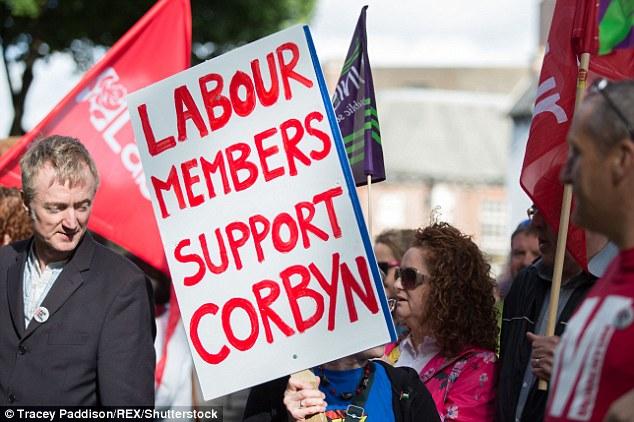 Centomila nuovi iscritti al partito Laburista, a sostegno di Jeremy Corbyn