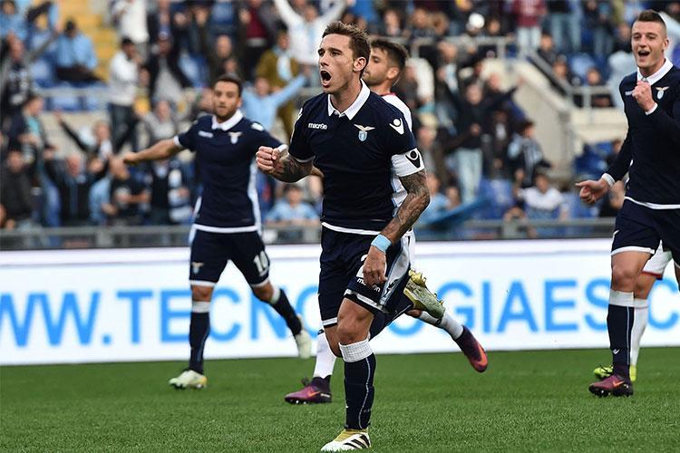 Lazio, Biglia ignora le contestazioni e rinnova il contratto