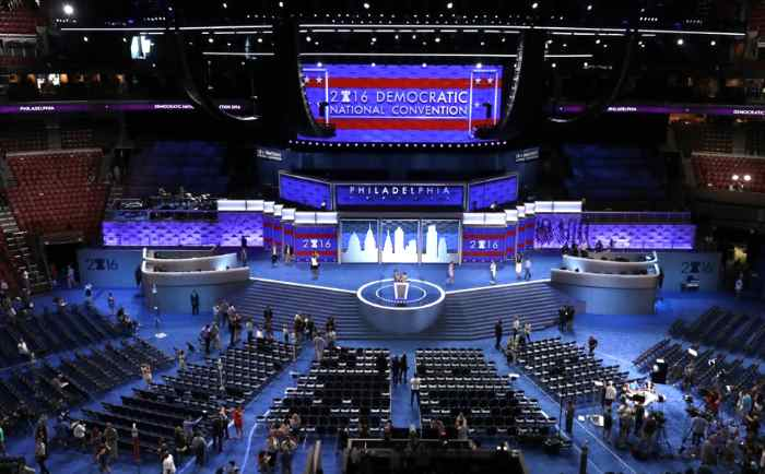 Hillary Clinton contestata alla Convention democratica