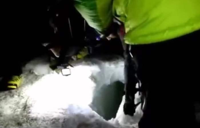 Spettacolare operazione di salvataggio per recuperare un'alpinista finita in un crepaccio