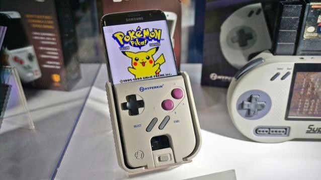 Due gadget per coniugare mondo telefonico e passione videoludica